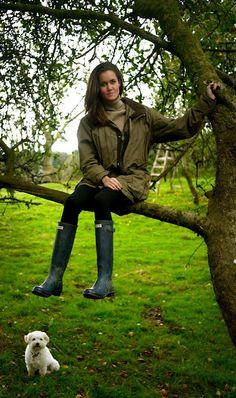I want these rainboots! Credit to : http://www.thelondoner.me/ } Very interesting and insightful blog, check er' out.