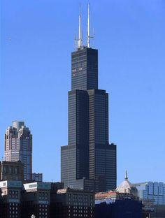 Chicago'nun en yüksek gökdeleni olan Willis Kulesi'nin toplam yüksekliği 527 metre. 110 kattan oluşuyor ve 85 metre uzunluğa sahip dünyanın en uzun anteni de üzerinde bulunuyor.