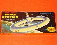 50's WALT DISNEY'S SPACE STATION