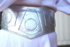 Princess Leia costume+belt tutorial – Craftiness Is Not Optional Costume Leia, Costume Star Wars, Star Wars Party, Star Wars Birthday, Star Wars Halloween, Halloween Fun, Princess Leia Belt, Princess Leia Diy Costume, Diy Costumes