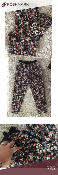 Zara flower pants NWOT - bought and never worn, great condition, elastic wait, pockets on sides. Fits 10-12 size Zara Pants