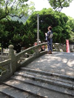 #hanaeru_odoi 地撮り山口光 #jidori0722 普賢寺での地撮り読み「夏の光を浴びてのスマホかな」 #TwitPict