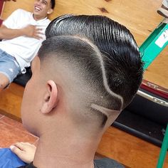 Pics For > Mohawk Fade With Line Designs Mens Modern Hairstyles, Classic Hairstyles, Cool Hairstyles, Hair Trends 2015, Mens Hair Trends, Taper Fade, Classic Mens Haircut, Hair Designs For Boys, Fade Haircut Designs