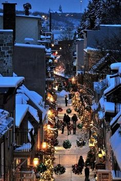 Rue du petit champlain, Quebec City... I actually LIVE in Québec city! It is amazingly beautiful during the holidays :) I don't know who took that photo, I would like to give them credits!