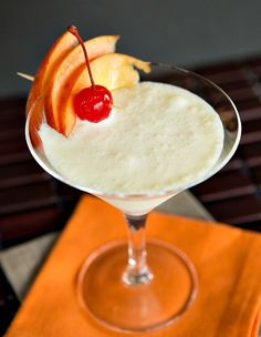 Peaches & Cream Cocktail | www.thedrinkkings.com