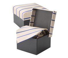 Luxusná hodvábna kravata André Philippe v bežovej farbe. Kravata je v darčekovej krabičke v rovnakom štýle ako kravata. Dodajte svojmu outfitu nový vzhľad a originalitu a doplňte Vašu kolekciu týmto luxusným doplnkom. Rozjasnite svoj nudný oblek kravatou z hodvábu značky André Philippe a buďte štýlový. http://www.hodvab.eu