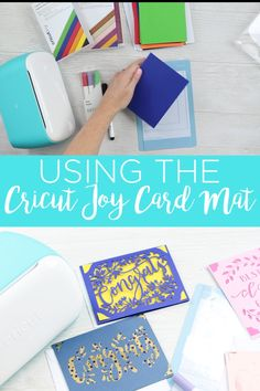 How to use the Cricut card mat with the Cricut Joy to create cards in minutes! These easy to make greeting cards are perfect for every occasion! Cricut Mat, Cricut Craft Room, Cricut Cards, Cricut Vinyl, Paper Cards, Folded Cards, Cards Diy, Cricut Tutorials, Cricut Creations