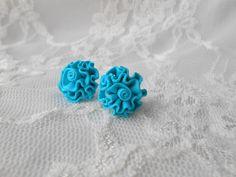 Volánkové+květinky+tyrkysové+Vyrobené+z+polymerové+hmoty+Průměr+cca+1,6cm+Na+přání+vyrobím+různé+barvičky+:)