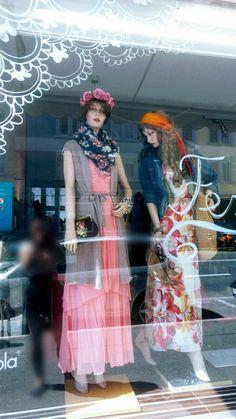 Schaufenster Hippie Festival Flower Power Outfit visual Merchandising Festival Summer