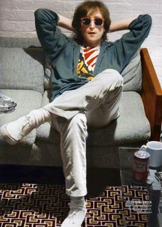 John Lennon at the time of recording Double Fantasy Les Beatles, John Lennon Beatles, John Lennon Quotes, Beatles Band, Yoko Ono, Liverpool, John Lennon And Yoko, Pose, Beatles Photos