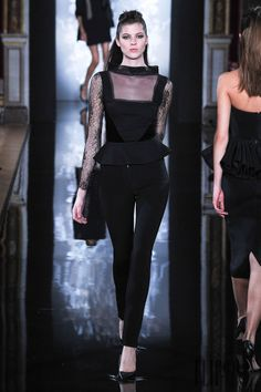 Valentin Yudashkin Outono-Inverno 2014-2015 - Prêt-à-porter - http://pt.flip-zone.com/fashion/ready-to-wear/independant-designers/valentin-yudashkin-4634 - ©PixelFormula