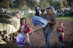 Z nášho Klubu darcov sme vyčlenili 2500 eur, za ktoré náš partner Polska Akcija Humanitarna nakúpi chlieb pre 500 rodín sýrskych vysídlencov vo vidieckych oblastiach Idleb a Hama.. Rodin, Bible Verses, Inspirational Quotes, Syria, Life Coach Quotes, Inspiring Quotes, Scripture Verses, Bible Scripture Quotes, Quotes Inspirational