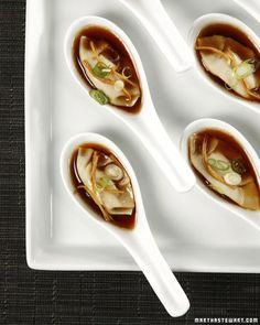 a substitute for the beloved steamed dumplings: Edamame Dumplings - Martha Stewart Recipes Dumpling Recipe, Steamed Dumplings, Vegetarian Appetizers, Appetizer Recipes, Vegetarian Recipes, Asian Appetizers, Asian Desserts, Gastronomia, Gourmet