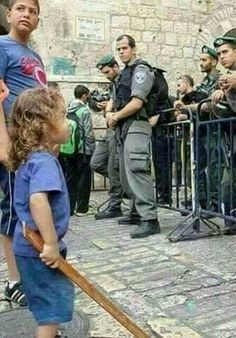 The Palestinian child paints the future and the Zionist military ... sees his future nightmare