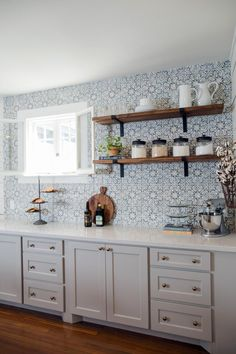 New Kitchen Tile Ideas Backsplash Fixer Upper Ideas Kitchen Tiles, Kitchen Colors, New Kitchen, Kitchen Cabinets, Gray Cabinets, Spanish Kitchen, Kitchen Wall Shelves, Fixer Upper Kitchen, Open Cabinets