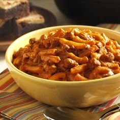 Cheesy Chili Mac: Prepared macaroni and cheese combined with canned chili -- a quick and easy variation for mac and cheese Easy Pasta Recipes, Vegetarian Recipes Easy, Entree Recipes, Healthy Dinner Recipes, Low Carb Recipes, Cooking Recipes, Skillet Recipes, Vegetarian Dinners, What's Cooking