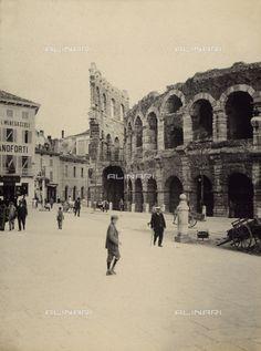 Verona  - l'Arena di Verona, Data dello scatto:1910-1915, Referenze fotografiche: Raccolte Museali Fratelli Alinari (RMFA), Firenze