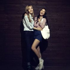 Moonbyul y solar South Korean Girls, Korean Girl Groups, Mamamoo Moonbyul, Solar Mamamoo, Destiny's Child, Girls Rules, Spice Girls, Hipster, Normcore