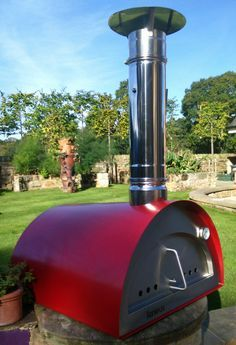 The Igneus wood fired pizza oven in red is one of the best value pizza ovens in the UK. Just 15 mins to get up to heat & can cook 2 pizzas at the same time