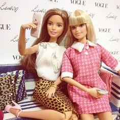 Elas são antenadas na moda e são melhores amigas ?  E uma chama a outra por apelido carinhoso com a primeira letra do nome ... #goodnight  #look  #xoxo #gossipgirl #blairwaldorf #serenavanderwoodsen  #job  #perfect #love  #happiness  #beautiful #flawless #barbie #leah #leahstyleb #girl #boy #gay #gay #people #bestfriends #friendship #city  #saopaulo #brazil #world #kiss