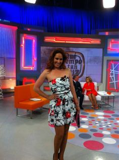 Rosario Mohedano antes de su entrevista con Ortega Cano en el plató de @QTTF Strapless Dress, Dresses, Fashion, Rosaries, Interview, Strapless Gown, Gowns, Moda, La Mode