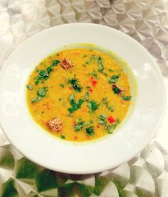 Avez-vous déjà goûté à notre soupe Dahl?  Un vrai délice qui vous réchauffera pour débuter les premiers jours d'hiver =) #IndianFlavor #Lentils #CocoNutMilk #Organic #Delicious #Crudessence Raw Vegan, Raw Food Recipes, Frozen, Cooking, Ethnic Recipes, Beginning Sounds, Pie, Winter, Kitchen