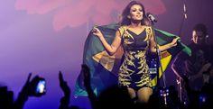 A cantora e compositora Paula Fernandes se apresenta no HSBC Arena,