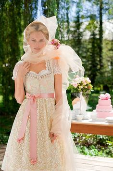 - Wear to Work Outfits Dirndl Skirt, Medieval Dress, Folk Fashion, Full Skirts, Dress Cuts, Couture, Traditional Dresses, Flower Girl Dresses, Bride