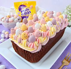 Recipe for a Mini Egg Chocolate Loaf Cake, decorated with pretty pastel coloured vanilla buttercream and mini eggs, perfect for Easter! Chocolate Easter Cake, Chocolate Loaf Cake, Easter Cake Fondant, Chocolate Sponge, Baking Recipes, Cake Recipes, Cake Storage, Egg Cake, Mini Eggs Cake