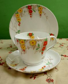 Vintage 1930s Stanley China Art Deco Floral Trio. This is a charming vintage trio dating to circa 1933. This cool vintage trio is in Cream pottery, decorated with multi-coloured flowers and Gold accents. This sweet vintage trio comprises 1 cup, 1 saucer and 1 afternoon tea plate and is base stamped: Stanley China made in England / €31.20