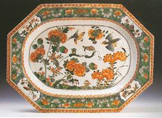 """Piatto da portata. Cina, dinastia Qing, Era Kangxi (1662-1722). Porcellana dura dipinta in policromia """"famiglia verde""""."""