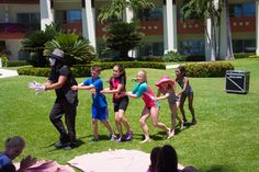 You will have a great experience and so much fun with these activities! #PicnicParty #Vacations #HavingFun #SpringTime #Mime #Pantomimic