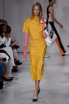 Calvin Klein ready-to-wear spring/summer - Vogue Australia Fashion 2018, Runway Fashion, Fashion Trends, Women's Fashion, Fashion Ideas, Gloves Fashion, Yellow Fashion, Fashion Show Collection, Dresses With Leggings
