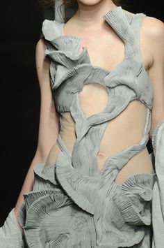 64 details photos of Yiqing Yin at Couture Fall 2012.
