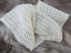 He encontrado este interesante anuncio de Etsy en https://www.etsy.com/es/listing/176225712/hand-knit-alpaca-scarf