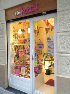 Ilovekutchi (Now Closed) - La Barceloneta - 8 tips Boutique Interior, Kids Store, Baby Store, Gift Shop Displays, Stationary Store, Booth, Shop Fronts, Party Stores, Craft Shop