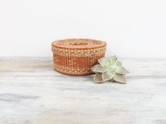 Southwest Sea Grass Storage Basket with lid Woven basket Vintage Sewing Basket Trinket Basket Costal Decor Beach Decor by LazyDayRelics on Etsy Vintage Sewing, Vintage Items, Storage Baskets With Lids, Bungalow Decor, Round Basket, Vintage Baskets, Sewing Baskets, Basket Weaving, Grass