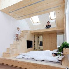Six homes that use nets to create suspended play spaces for children