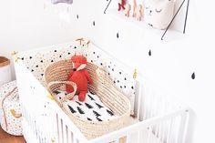 Chambre bébé couffin osier, doudou renard