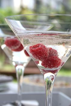 RASPBERRI & PROSECCO COCKTAIL Ingredients per serving 3 fresh raspberries 15 ml (or more!) raspberry-flavoured vodka (we used Absolut Raspberri) Prosecco Method You will need large martini glasses, but if you don't have those, champagne flutes are also good. Place three raspberries in the base of each glass. Pour the vodka over, then top up with the prosecco.