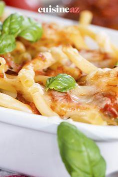Le gratin de macaroni à la bolognaise est un plat de pâtes facile à cuisiner. #recette#cuisine#pates#gratin #bolognaise Cake Recipes, Cakes, Salad, Bolognese, Cooking Food, Greedy People, Easy Cake Recipes, Cake Makers, Kuchen