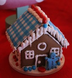 Gingerbread house in aqua and red #gingerbread #redaqua
