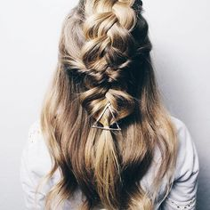 I spy our Triangle Hair Clip in the FREAKING AWESOME braid by @hairbykatelynd !!!!