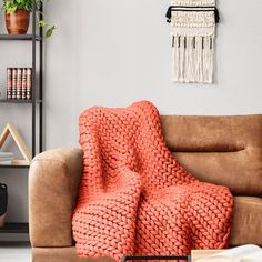 Your Lifestyle by Donna Sharp Chunky Knit Throw - Overstock - 21529411 Shabby Chic Material, Most Comfortable Sheets, Chunky Knit Throw Blanket, Online Bedding Stores, Soft And Gentle, Knitted Blankets, Throw Blankets, Fashion Room, Knitting