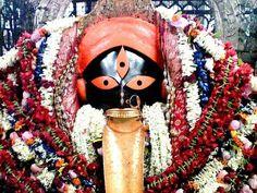 Maa Kali at Kalighat Kali Mantra, Maa Durga Photo, Durga Maa, Mother Kali, Divine Mother, Kali Goddess, Mother Goddess, Shiva Parvati Images, Mata Rani