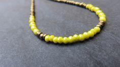 Collier ras du coup minis perles jaunes et bronze : Collier par les-ptits-pois-sont-rouges