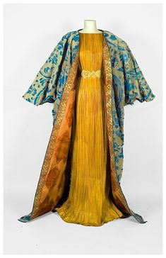 Fortuny-styled paper dress by Isabelle de Borchgrave - incredible artistry.