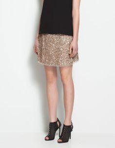 Falda dorada de lentejuelas de Zara..  http://www.deli-cious.es/index.php/faldas/721-falda-lentejuelas-verde-topshop