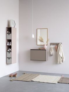 Montana Hall Edition is a series of products designed specifically for the entrance hall. The series consists of a shoe bench, mirror, shoe storage, racks and a key cabinet. Entrance Hall Decor, Small Entrance, Entrance Ideas, Entry Hall, Key Cabinet, Shoe Cabinet, Storage Boxes, Storage Spaces, Shoe Storage