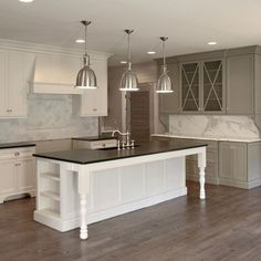 Lovely white kitchen...waiting to walk into a pre-owned Hedgewood and find this....!